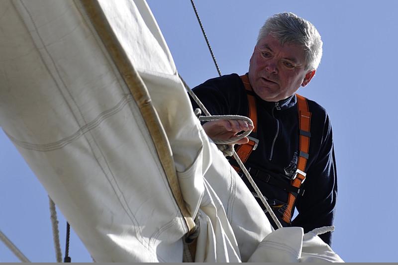 SSS Greif 39 Harald Dietrich beim Reffen der Segel Toern Ostsee 2014-09-27 QF Copyright Foto Knut Hildebrandt
