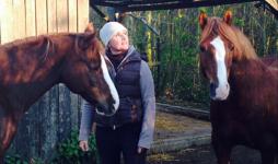 """""""Eine Wohngemeinschaft für Pferde"""" – Die Malerin Maren Ziegenfuß im Exklusivinterview"""